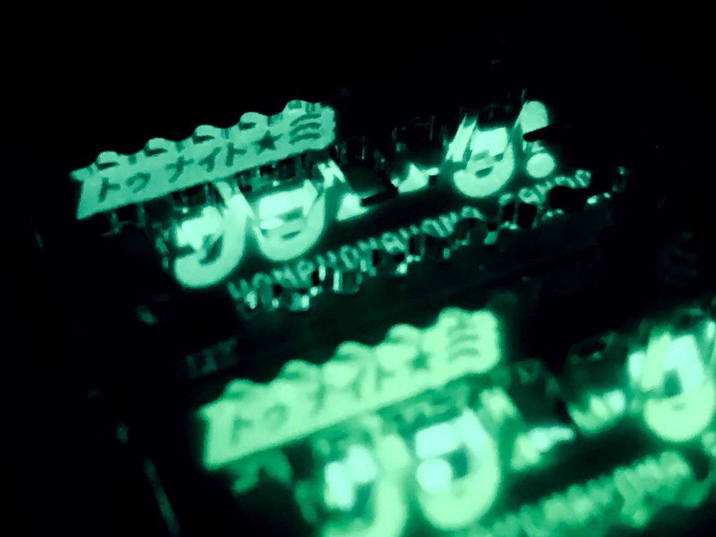 アクリル板にレーザー彫刻+蓄光塗料で、夜に光るアクセサリー